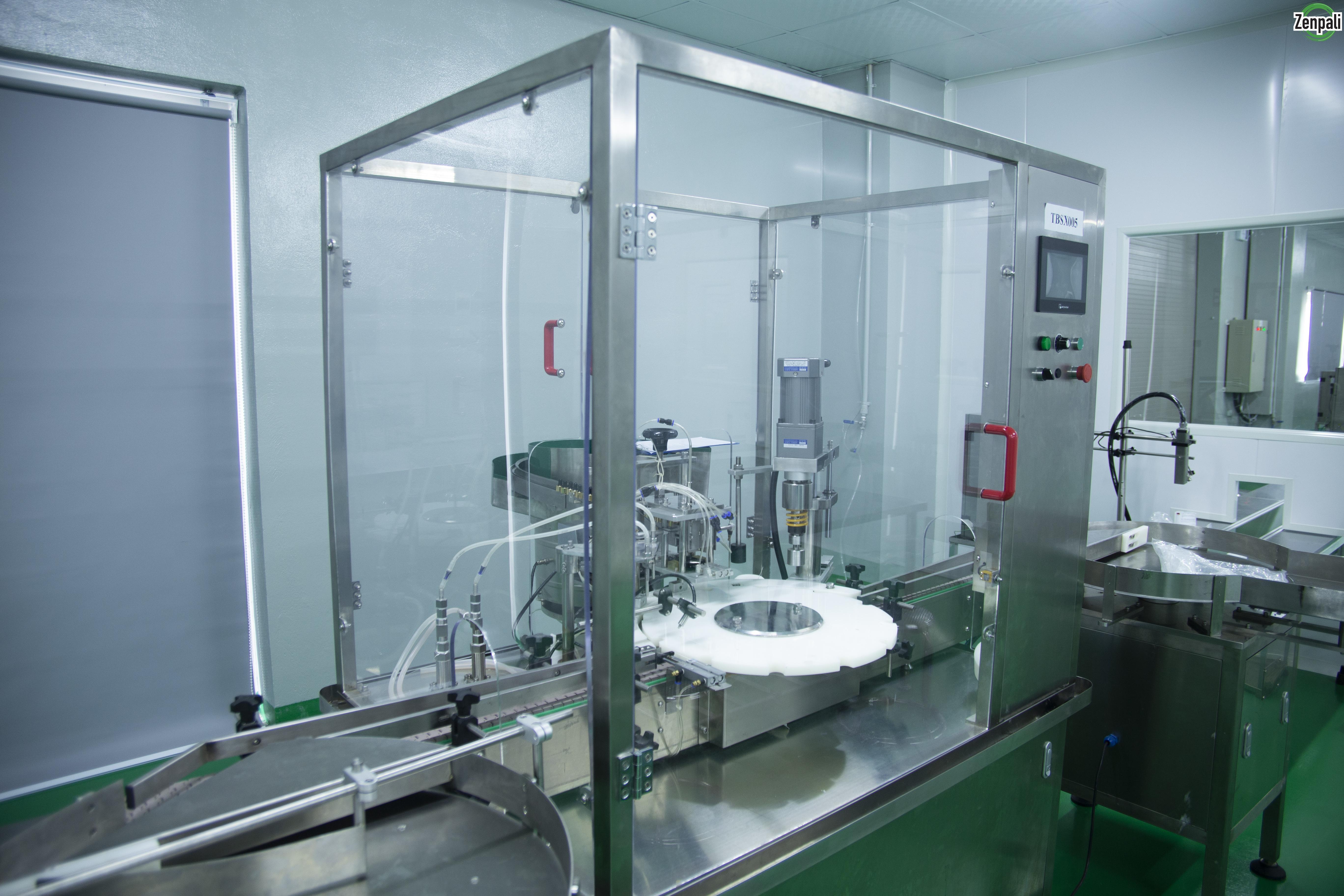 Nhà máy theo chuẩn GMP – ASEAN được đầu tư mạnh mẽ các trang thiết bị hiện đại bậc nhất, mọi quá trình sản xuất và quản lý thực hiện theo mô hình khép kín tự động